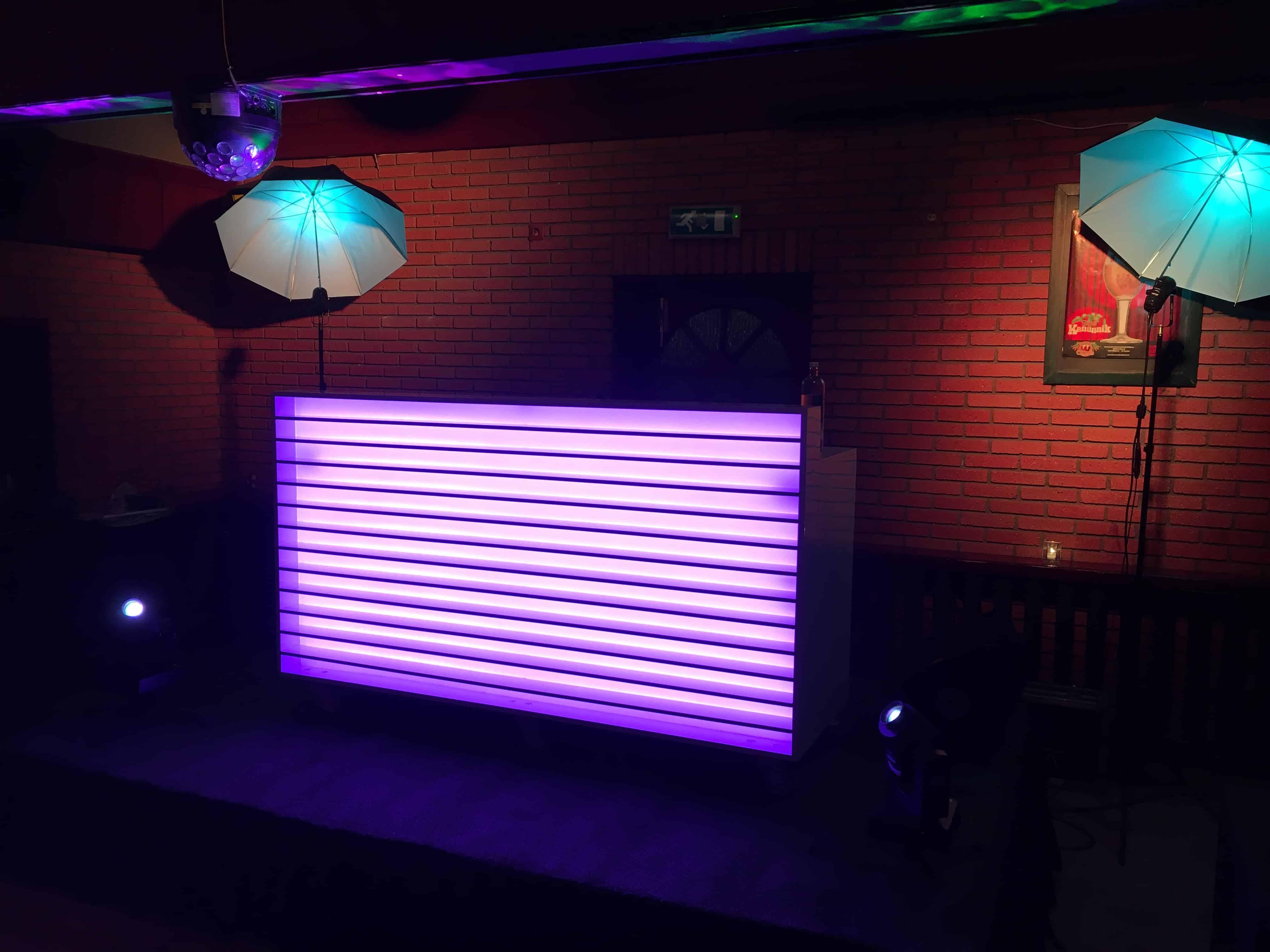 Op zoek naar een DJ meubel of DJ Booth?